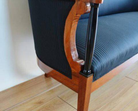 A3 Biedermeier Sofa mit schwarzen Säulen