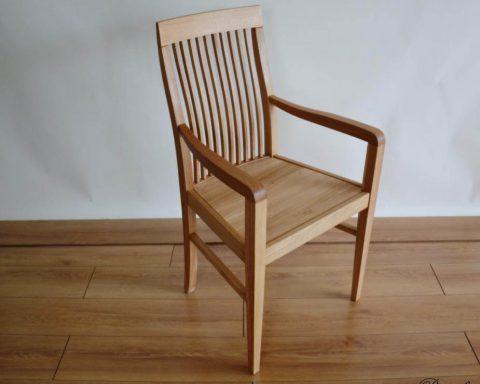 F4 Klassicher Sessel mit Sitz aus massiven Eichenholz