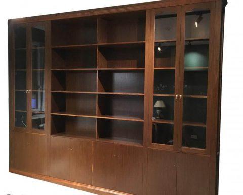 R5 Wunderschöne Bibliothek aus Nussholz
