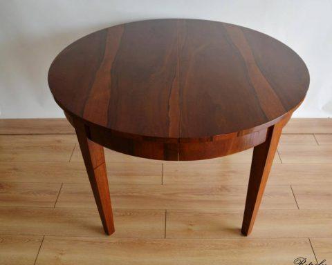 Biedermeier Esstisch aus Nussbaum